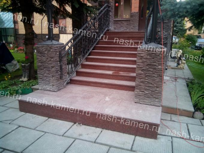 Лестница из гранита Нью Империал Ред термообработанная