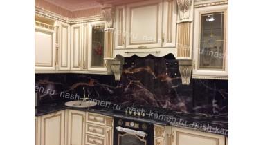 Изысканная столешница на кухню из гранита Блэк Космик