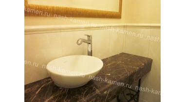 Столешница в ванную с нижним фартуком из мрамора Имперадор Дарк