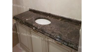 Столешница в ванную комнату с подклейкой из мрамора Имперадор Дарк