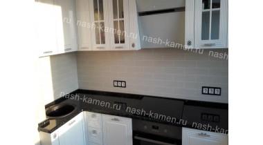 Столешница на кухню из лабродарита Эмеральд Перл