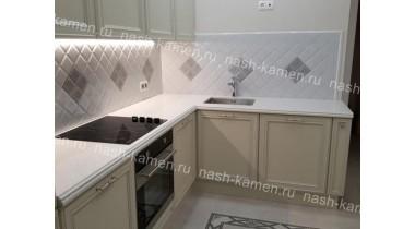 Столешница на кухню из кварца Технистоун «Кристал Диамонд» (белый Чехия)