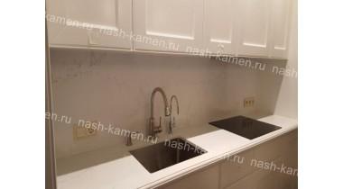 Столешница и стеновая панель на кухню из кварцевого агломерата Викостоун «Статуарио» (белый Вьетнам)