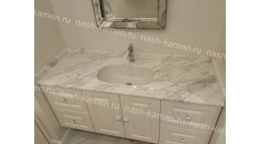 Столешница в ванную из мрамора «Волокас» (белый греция)
