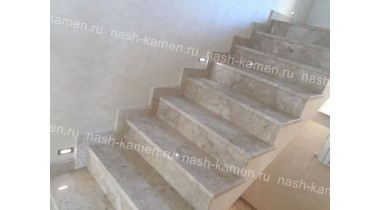 Лестница из натурального мрамора Crema Nuova