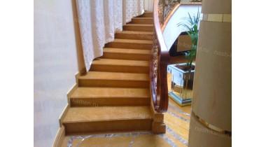Лестница из травертина Gold
