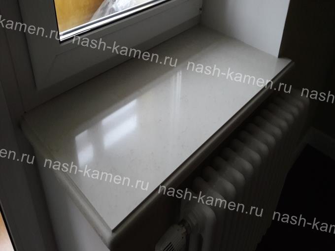 Бежевый подоконник для комнаты из кварца Botticino Classic
