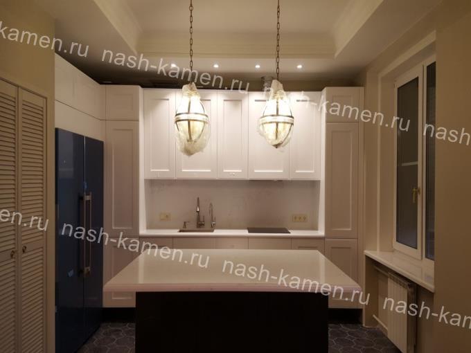 Кварцевый стол-остров на кухню Vicostone Statuario BQ-8628