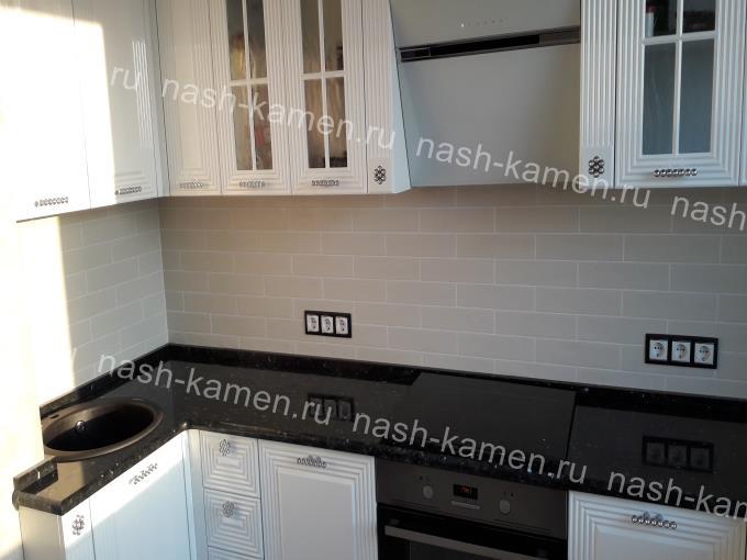 Столешница на кухню из лабрадорита Emerald Pearl