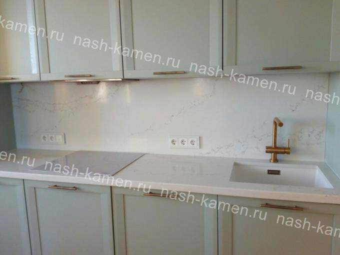 Столешница на кухню из белого вьетнамского кварца Vicostone Calacatta BQ-8270