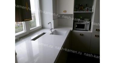 Столешница на кухню из кварца Смарткварц «Иллюзион» (белый Китай)