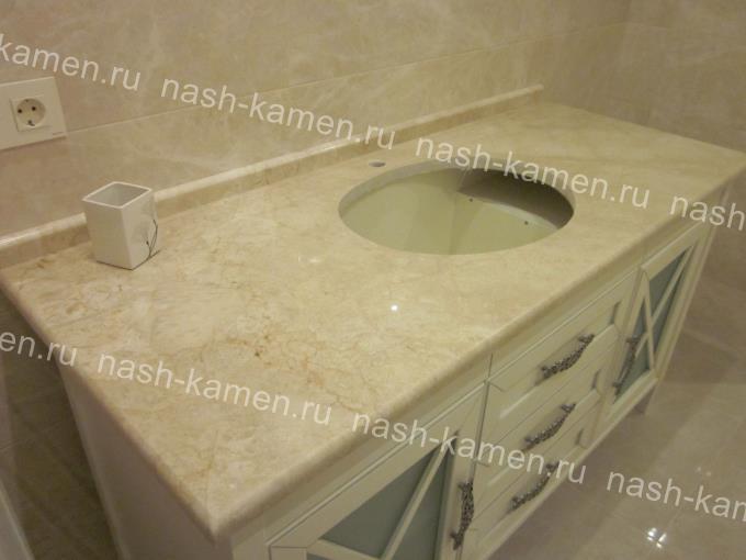 Гранитная столешница для ванной с плинтусом