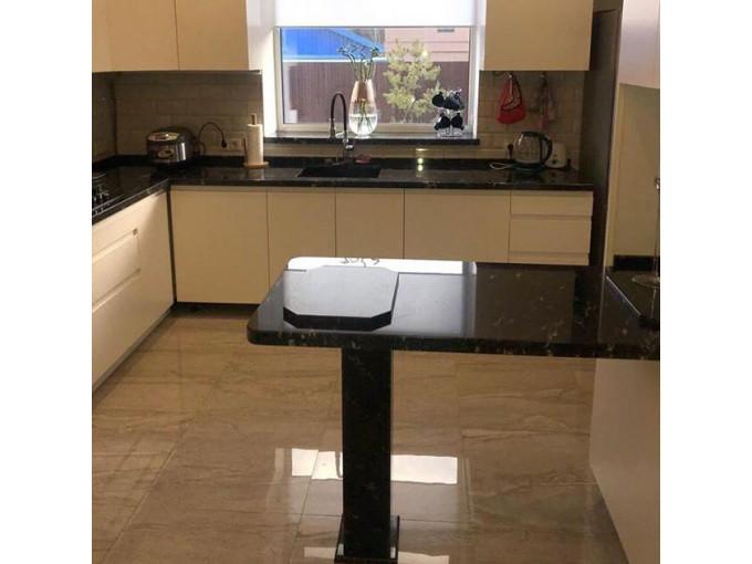 Кухонная столешница из гранита с барной стойкой Via Lactea