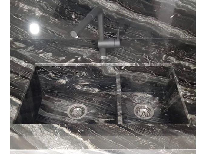 Столешница для кухни из гранита Black River