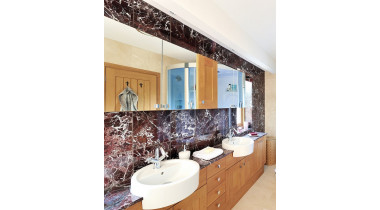 Столешница в ванную из натурального мрамора Rosso Levanto